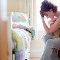 生理前に胸が張って痛い原因は?病気との見分け方や痛みを和らげる方法とは