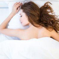 バストアップに効果的な睡眠方法。胸が大きくなる理由は?
