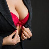 垂れた胸を改善するブラジャーの選び方&付け方!おすすめブラもご紹介!